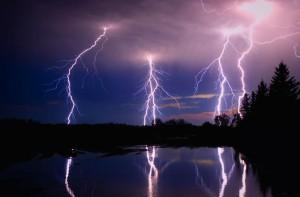 lake-lightning